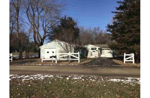 W12098 Baltic Ave, Merrimac, WI 53561