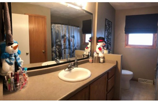 33 S Harmony Dr, Janesville, WI 53545