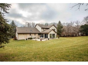 5792 Ivanhoe Cir Fitchburg, WI 53711