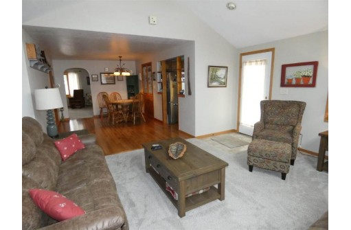 615 S Washington St, Cuba City, WI 53807