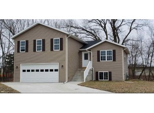 331 Lisa Ct Baraboo, WI 53913