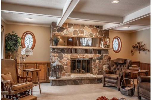 1001 S Holiday Dr, Waunakee, WI 53597