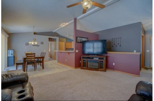 4262 Newville Rd, Janesville, WI 53545