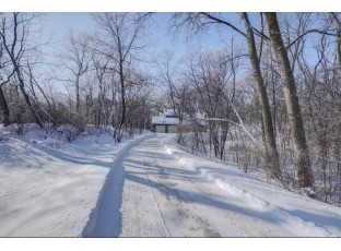 4763 Country Meadows Rd Brooklyn, WI 53521