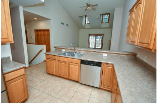 416 Blue Jay Way, Cambridge, WI 53523