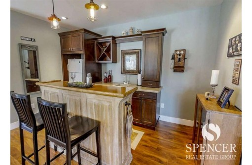 257 Greenway Cir, Deerfield, WI 53531