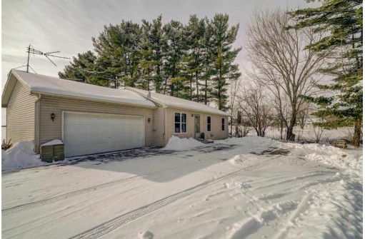 W8735 Advent Rd, Fort Atkinson, WI 53538