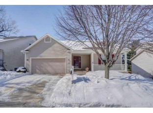 1602 Dewberry Dr Madison, WI 53719