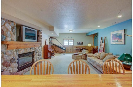 2705 Thinnes St, Cross Plains, WI 53528
