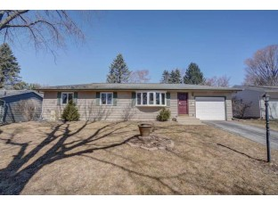 5938 Meadowood Dr Madison, WI 53711