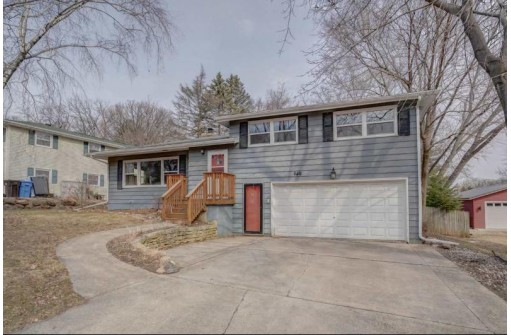 6418 Lakeview Blvd, Middleton, WI 53562
