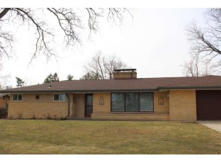 1724 Arrowhead Dr Beloit, WI 53511