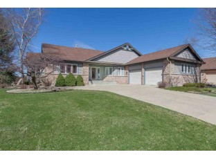 2969 Woods Edge Way Fitchburg, WI 53711