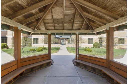 6767 Frank Lloyd Wright Ave 202, Middleton, WI 53562-1859