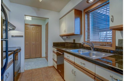 838 S Gammon Rd 3, Madison, WI 53719