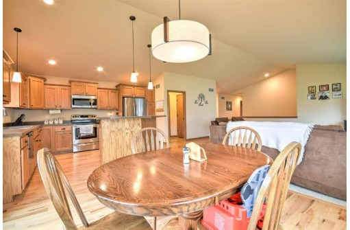 816 Haskell Ct, Stoughton, WI 53589