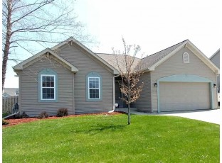 322 Stonefield Dr Lake Mills, WI 53551