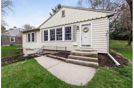 3533 Heather Crest, Madison, WI 53705
