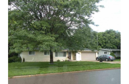 654 Hamburg St, Ripon, WI 54971