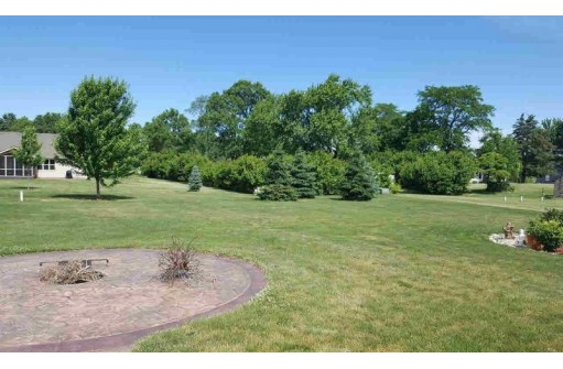 N803 Twin Knolls Dr, Fort Atkinson, WI 53538