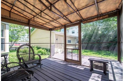 101 S 5th St, Stoughton, WI 53589