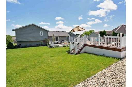 465 Oakwood Dr, Oregon, WI 53575