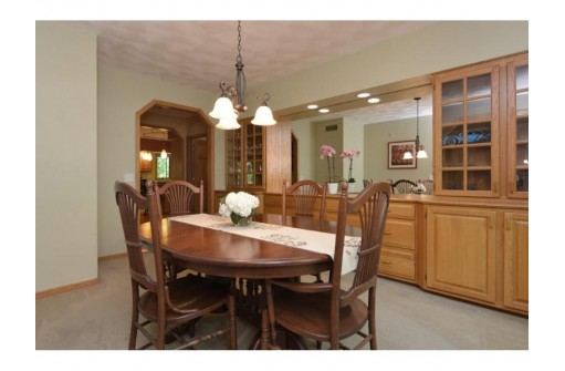 9 White Oaks Ln, Madison, WI 53711