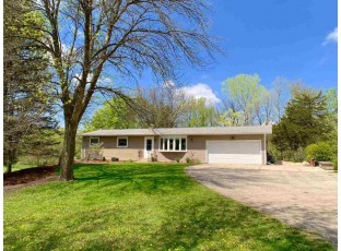 4905 Creek Haven Rd Cottage Grove, WI 53527