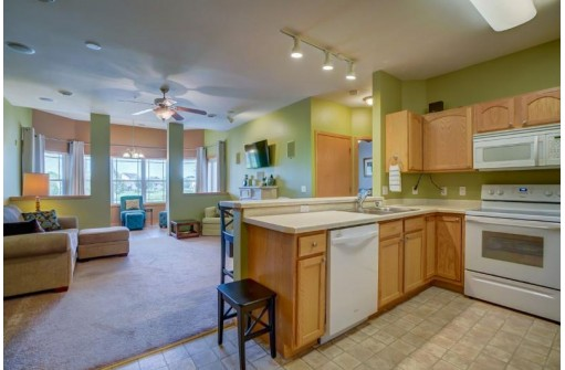 6701 Fairhaven Rd 105, Madison, WI 53719
