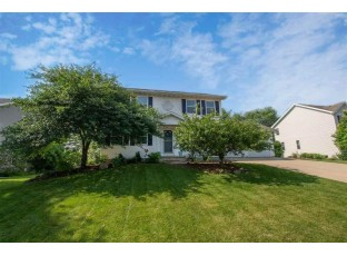 3802 Country Grove Dr Madison, WI 53719