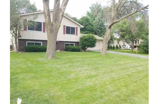 3285 W Lamplighter Tr, Beloit, WI 53511