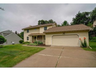 1510 Grosse Point Dr Middleton, WI 53562