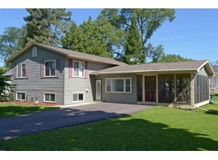 611 7th St Baraboo, WI 53913