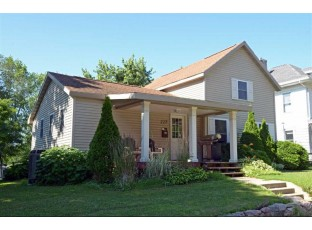 227 8th Ave Baraboo, WI 53913