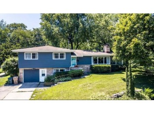 309 Crestview Dr Madison, WI 53715