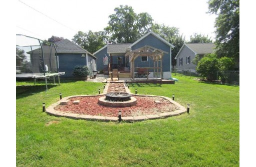 2133 17th Ave, Monroe, WI 53566