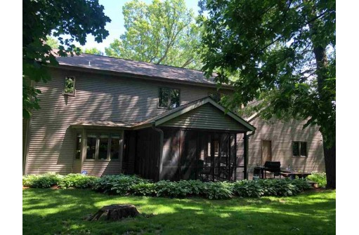 925 Autumn Woods Ln, Oregon, WI 53575