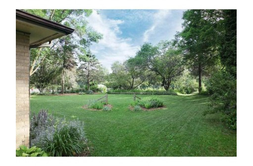 2014 Sheridan Dr, Madison, WI 53704
