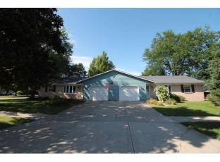 4105-4107 Skyview Dr Janesville, WI 53546