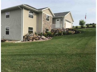 1721 Pleasant View Dr Baraboo, WI 53913