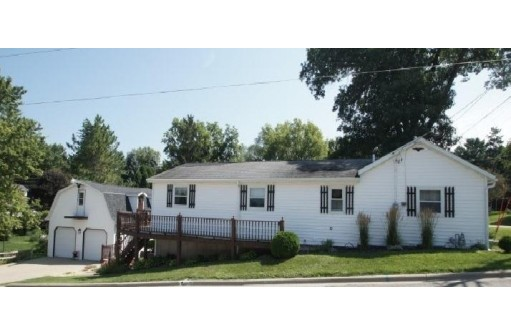 825 Fountain St, Mineral Point, WI 53565