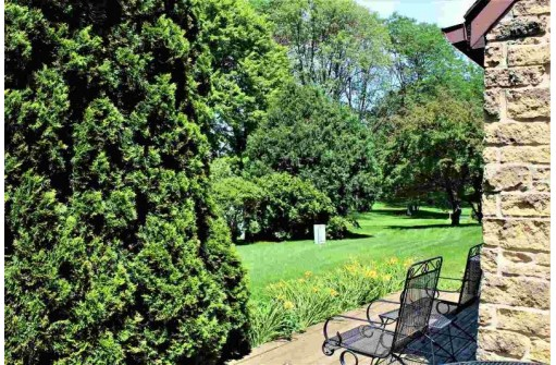 4 Golf Course Rd, Madison, WI 53704