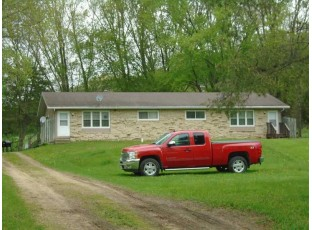 9730-9732 Dunlap Hollow Rd Mazomanie, WI 53560