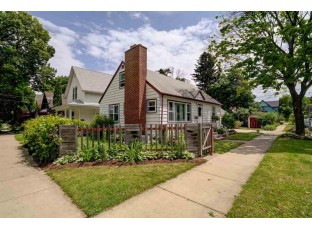 2902 Fairview St Madison, WI 53704-5825