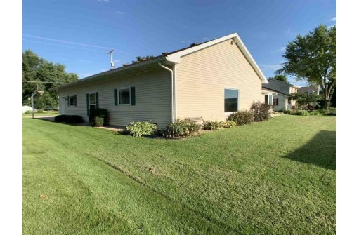 1800 Blue Mounds St, Black Earth, WI 53515