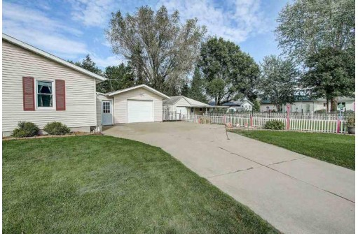 1009 Center St, Black Earth, WI 53515