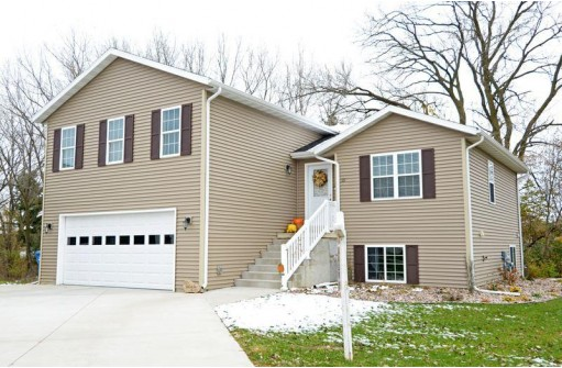 331 Lisa Ct, Baraboo, WI 53913