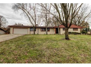 327 S Woodland Dr Whitewater, WI 53190-1527