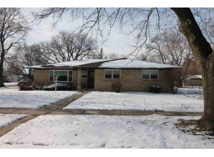 1105 Mayfair Dr Janesville, WI 53545