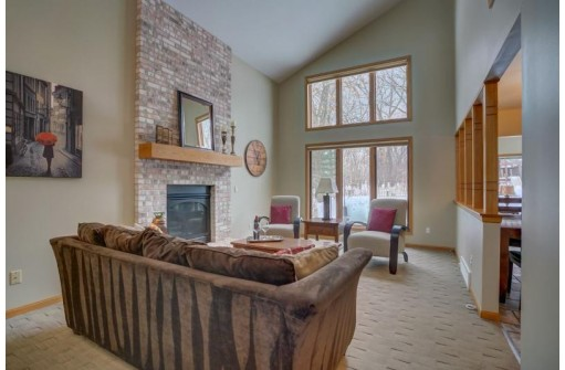 2710 Wentworth Dr, Madison, WI 53719
